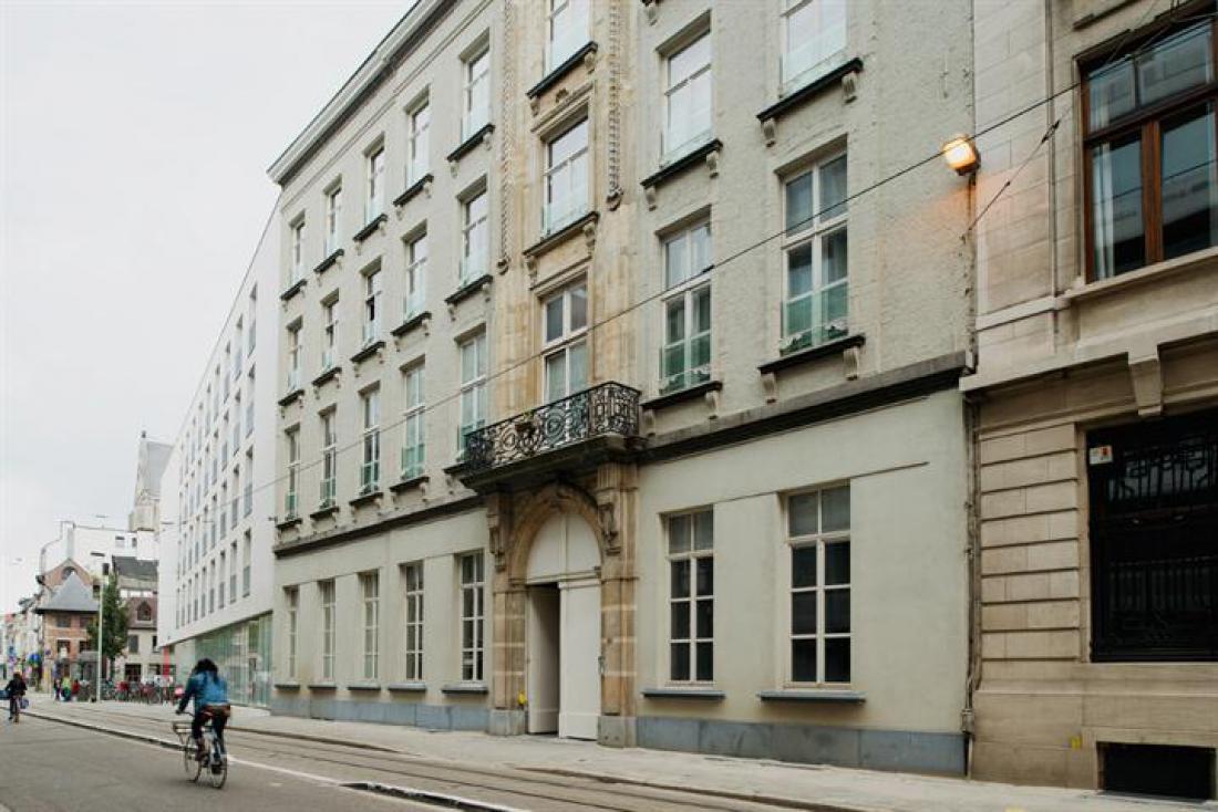 Duplex met terras in historisch gebouw
