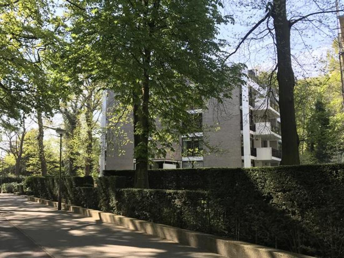 Gegeerde penthouse aan park Den Brandt