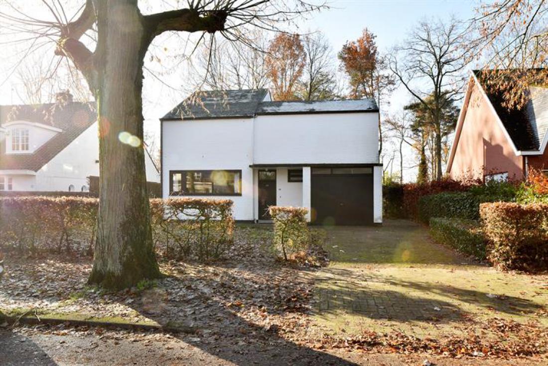 Modernistische woning door Arch.Walter Toubhans