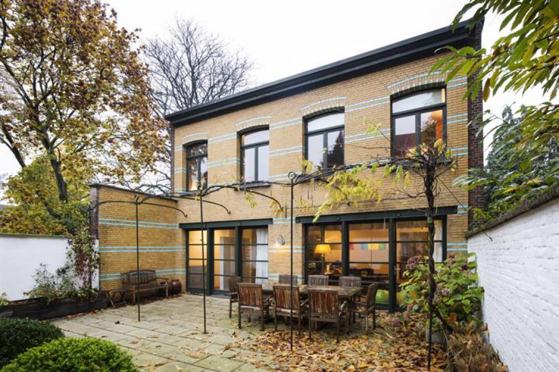Kunstzinnig achterhuis met tuin