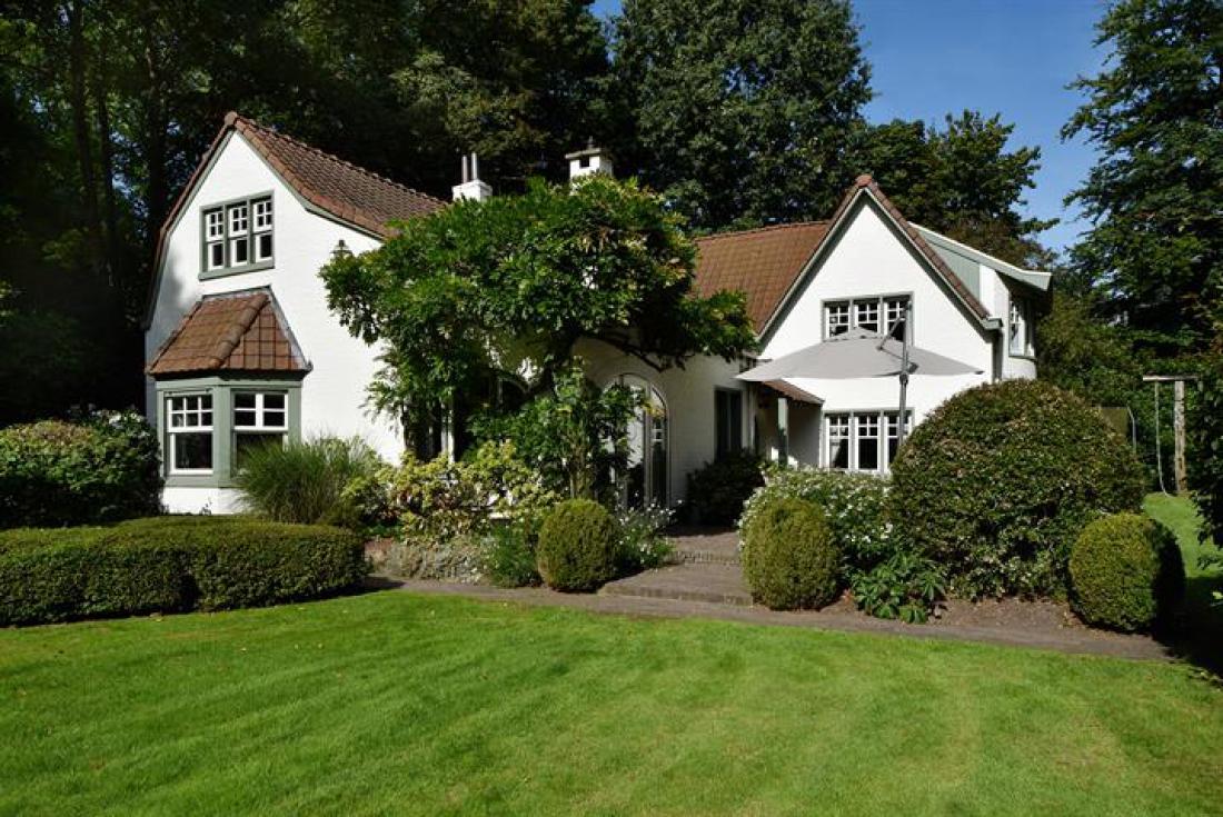 Cottage met prachtige tuin en zwembad
