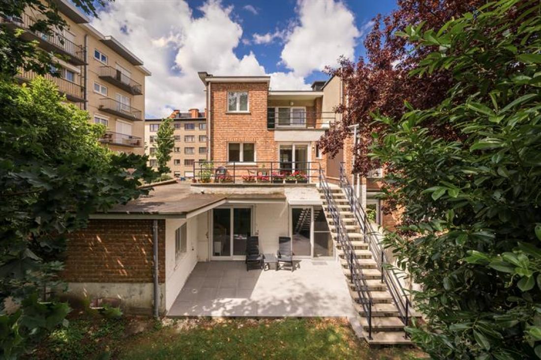 Modern appartement met tuin