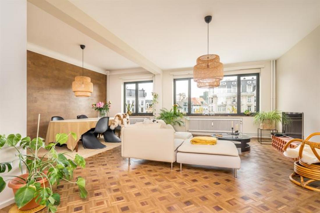 Ruim en zonnig appartement met garagebox
