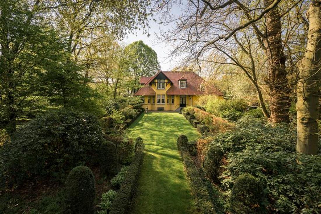Romantische villa met zwembad en Engelse parktuin