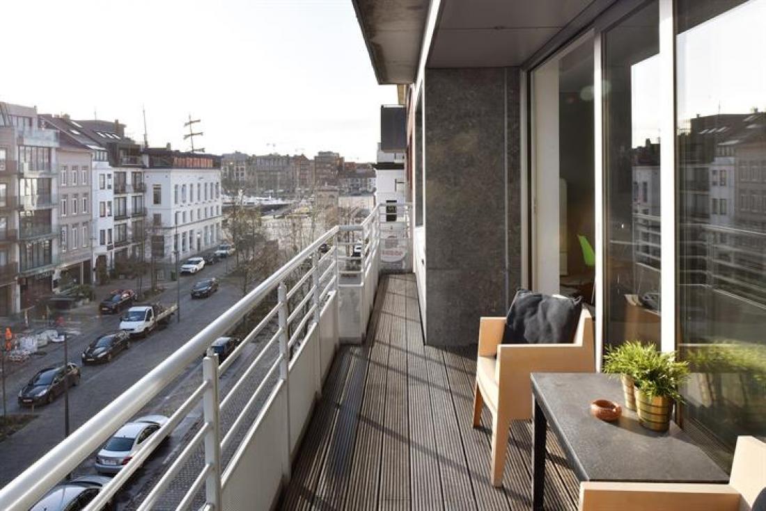 Licht, ruim appartement met zicht op water