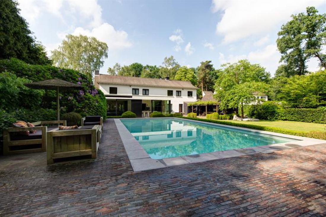 Architecturale villa met stilistische sfeer