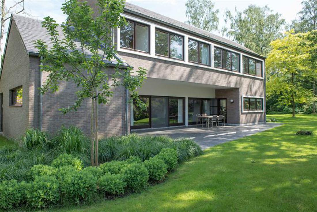 Seventies villa met hallucinante tuin