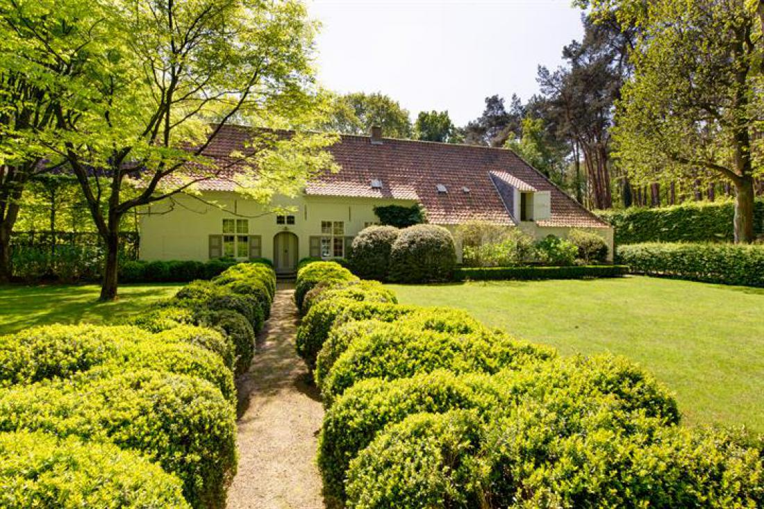 Unieke Rombouts villa  met Wirtz tuin