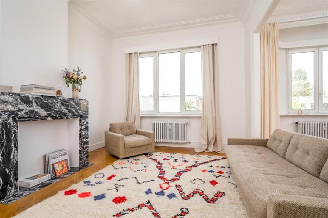 Zonovergoten appartement met bohemien sfeer