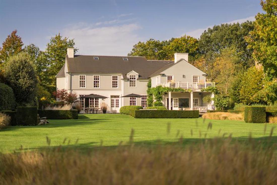 The Hamptons-villa met spectaculaire tuin en dip pool