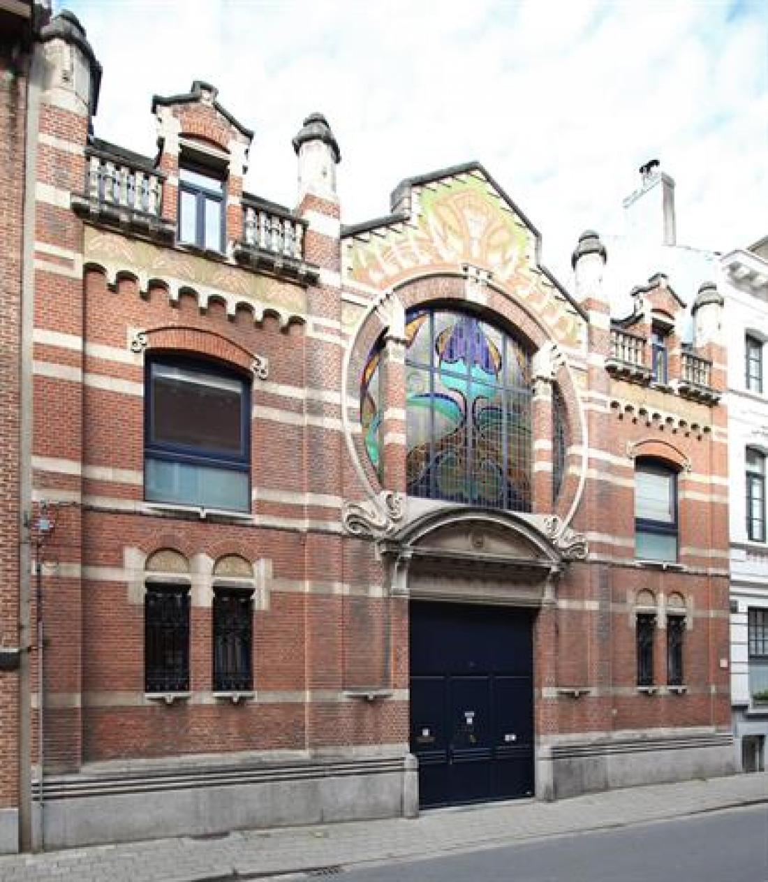 Spectaculair koetshuis in art-nouveaustijl